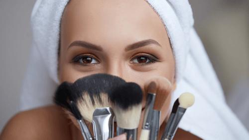 la-importancia-de-las-brochas-buen-maquillaje